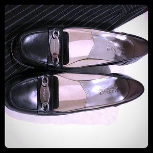 Michael Kors 7.5 black leather pumps silver buckle